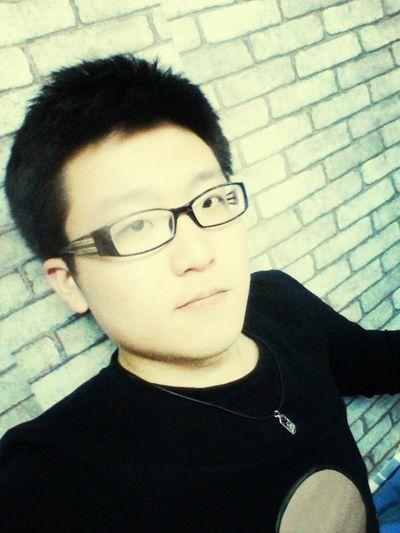 Roommates think i am a crazy boy.~_~o(≧o≦)o Hello World
