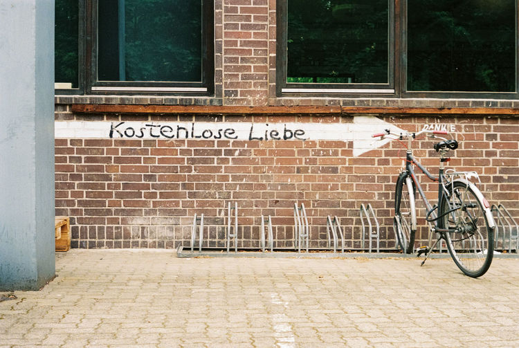 Kostenlose Liebe, Braunschweig Liebe Love Bicycle Brick Brick Wall City Day Film Photography Footpath Kostenlos Leica No People Outdoors Sidewalk Sign Street Text Wall Wall - Building Feature Western Script EyeEmNewHere