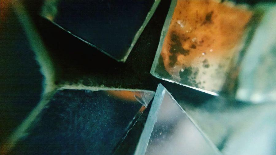 Close-up мα¢яσ ρнσтσgяαρну Sharp Edges Zoomed In Gℓαѕѕ мιяяσя ¢υттιиg fα¢є нσυѕєнσℓ∂ ιтєм Fαѕнισи ѕтуℓє