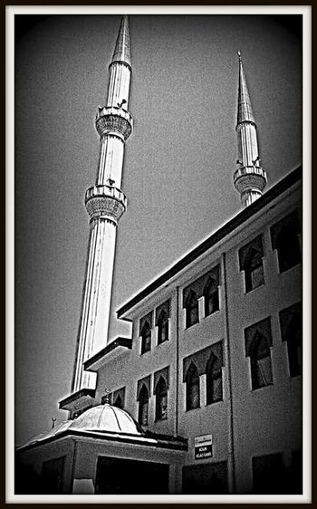 Acilik Camii Black And White