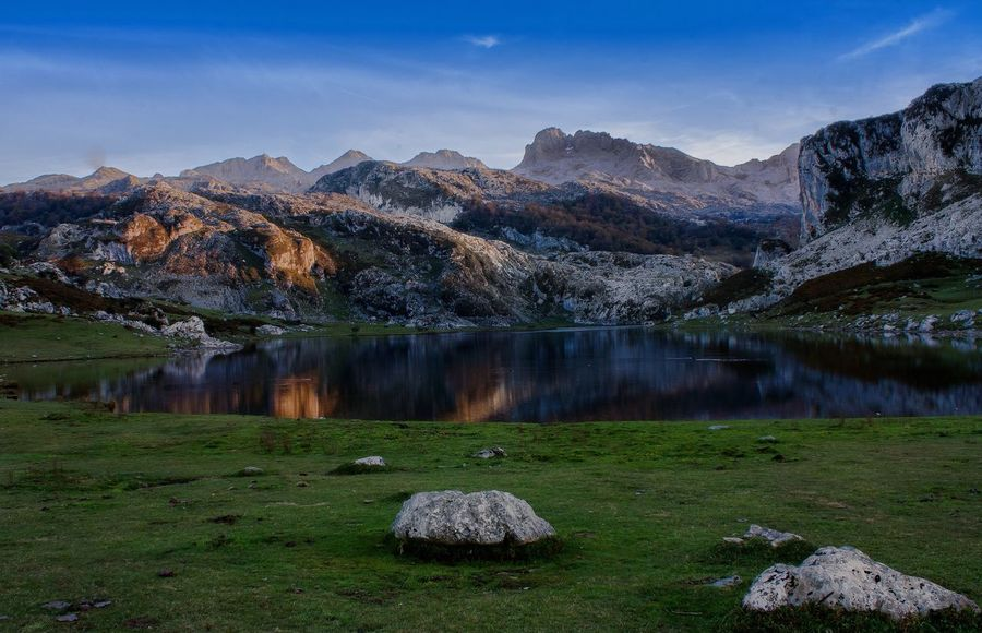 Lake España Ercina Covadonga Nature Nature Photography Naturelovers Nature_collection Travel Travel Destinations Travel Photography Travelling Beauty In Nature Beautiful Nature Beautiful Places Amazing Amazing View Europe Trip