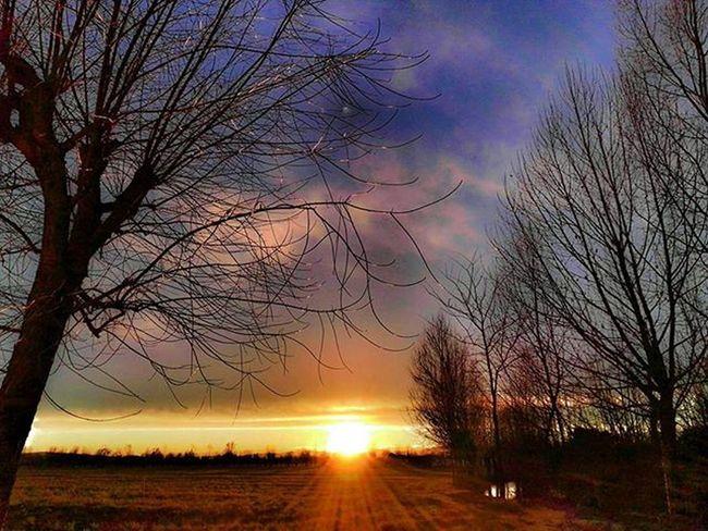 Finire la giornata di lavoro in questo modo☀ Sun Dusk Landscape Colors HDR Emphasis Postworkout Reflections Ic_hdr Ic_dusk Ic_landscapes Hdr_captures Landscape_Collection