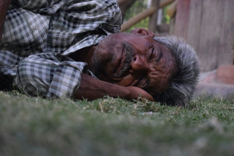 Nirvana!!! Mandoor Garden Jodhpur Nirvaanphotography NIKON D5300 Jodhpur Rajasthan Outdoors Portrait Adult Sleeping Garden Jodhpur_shotout Nikonphotography Relaxing Freetime 👌