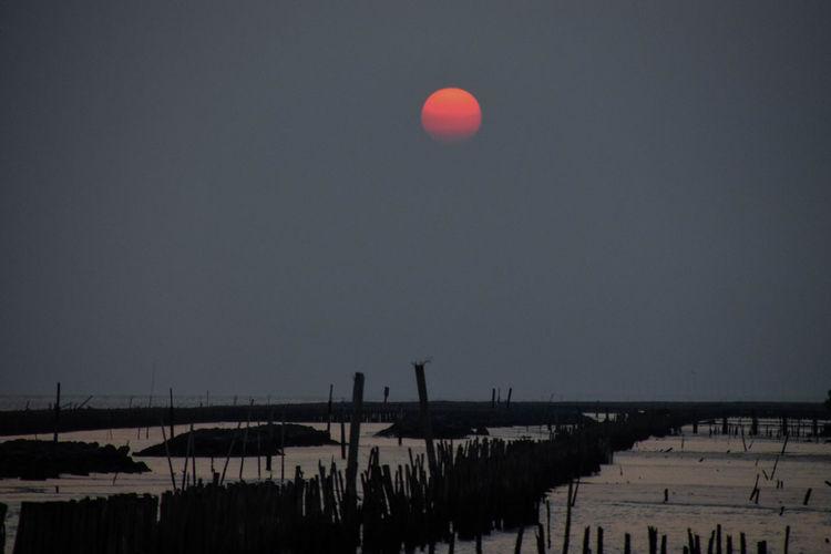 Water Hot Air Balloon City Sky Full Moon Moon Moonlight Moon Surface Half Moon Planetary Moon Shore Sky Only