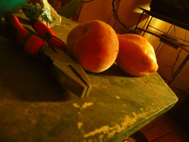naturaleza muerta de papaya y duraznos Barroco Austral Chile Colors Fruits Papaya Peach Samsung Wb110 Still Life Table