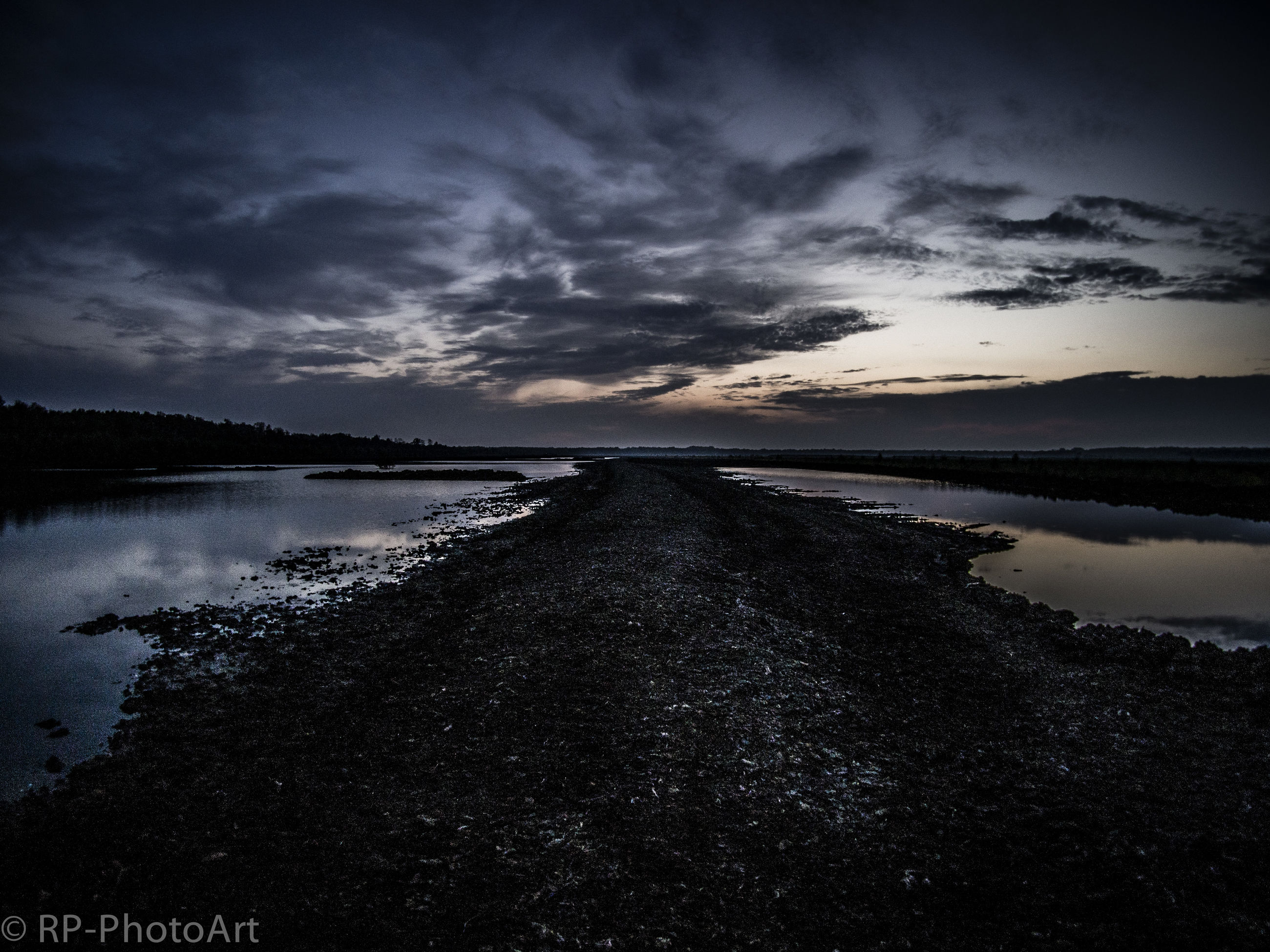 water, sky, tranquil scene, scenics, tranquility, beauty in nature, sea, cloud - sky, nature, cloudy, beach, horizon over water, shore, dusk, idyllic, cloud, reflection, calm, outdoors, overcast