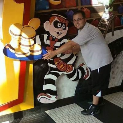 TBT  before the hamburglar was a creepy old dude. Dcp Disneycollegeprogram Dcp2009 arrival day. So many good memories. Friends from all over the world. Experience of a lifetime. Must do for all college students. Had it made. Work a few days a week and play in the parks on the others.