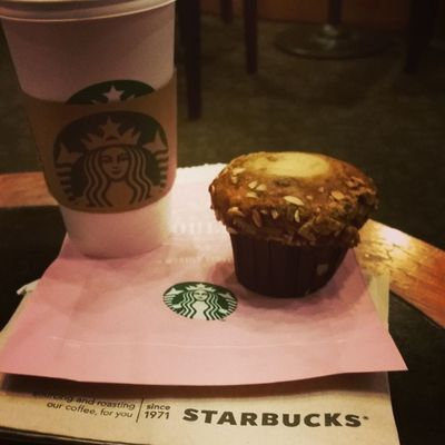 Hello Fall I've missed you :) Starbucks Friends Septrocks PSL pumpkinspicemuffin