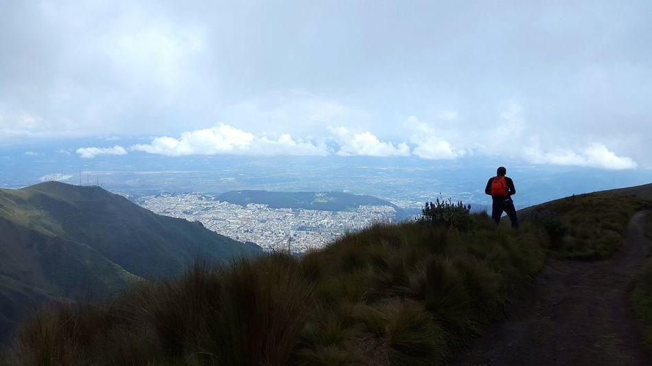 Cartolina dal vulcano Pichincha. Unacartolinalgiorno Ecuador Pichincha Vulcano Quito Ecuador Paesaggio