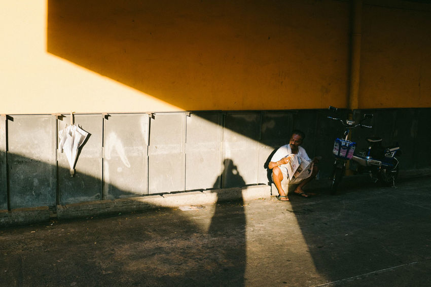 Singapore. 2106 Streetphotography Photodocumentary Streetphoto_color Light And Shadow Singaporestreetphotography X100t Fujifilm Fujifilm People