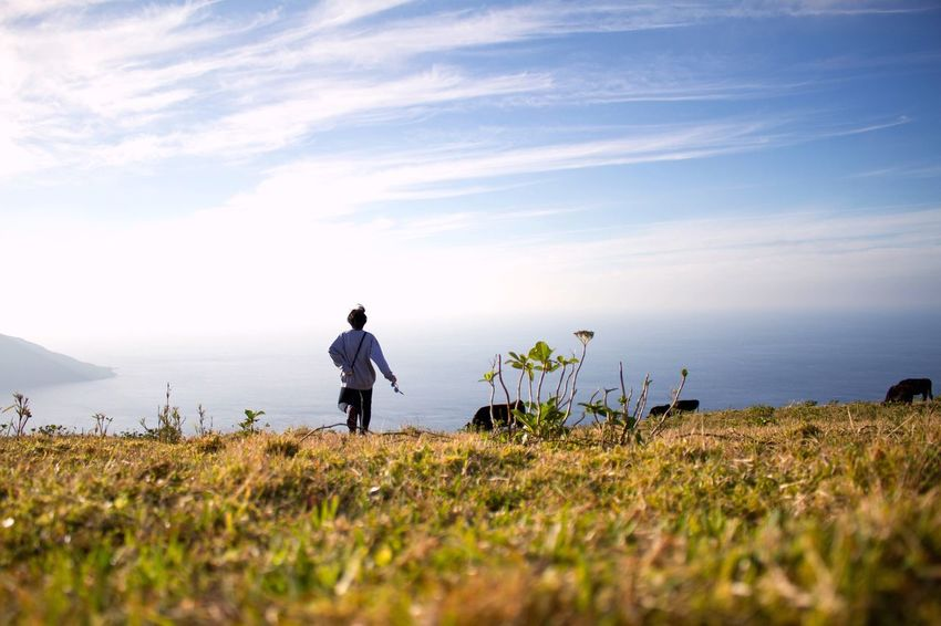 Sea Real People Nature Horizon Over Water One Person Beauty In Nature Water Full Length Tranquility Outdoors Standing Men Sky Plant Scenics Grass Day Pets Mammal One Man Only OpenEdit Canon7d  Tokyo,Japan Nature Photography Nature