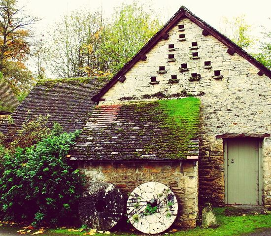 English Cottage Millstone Farmhouse Cotswolds Cotswoldvillages Beautiful House England Dovecote Bibury