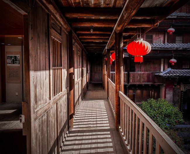 庆成楼二楼走廊一瞥 Architecture Built Structure Lantern Wood - Material Hanging Red No People Day Building Exterior An Eye For Travel