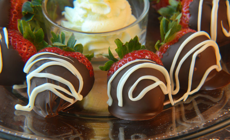 Celebration Chocolate Chocolate Covered Chocolate Covered Strawberries Close-up Dessert Food Food And Drink Freshness Fruit Indulgence No People Ready-to-eat Still Life Strawberries Sweet Food Temptation Visual Feast