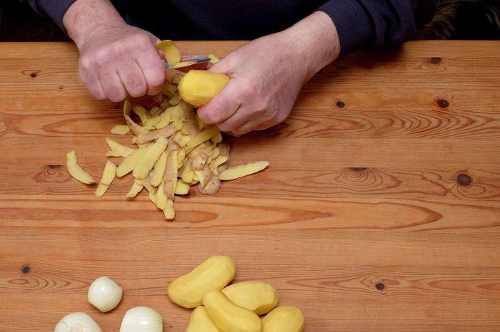Close-up Cocking At Home DIY Eyeem Food  Food Food And Drink High Angle View Homecooking Human Hand Potato Pancake Potato Shelling Potatoes Raw Food Real Food Reibekuchen Table