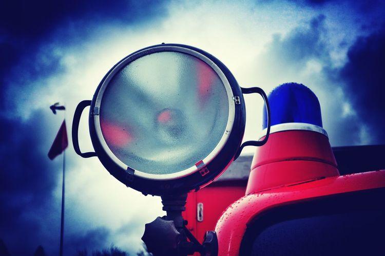 Arbeitsscheinwerfer am Feuerwehrauto Bluelight Blaulicht Scheinwerfer Magirus Deutz Feuerwehr Firefighters Sky Cloud - Sky Outdoors Day No People