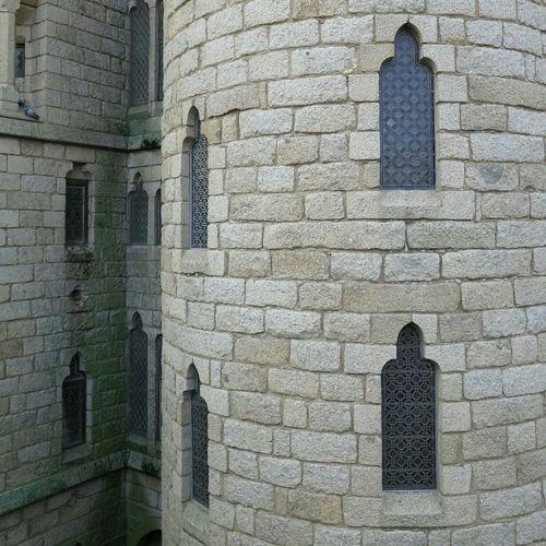 Detalle de las vidrieras que decoran e iluminan el palacio episcopal de Astorga, obra de Gaudí. Recortado. Sin edición. No Filter, No Edit, Just Photography Architecture