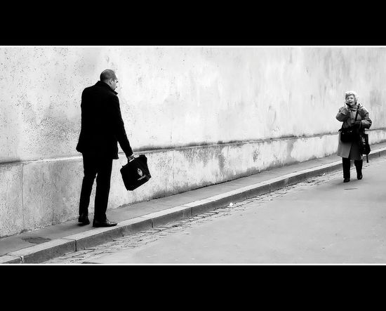 Hot line Snapshots Of Life Blanco Y Negro Black & White Monochrome EyeEm Best Shots - Black + White Everyday Joy La Falsa Envoltura De Las Apariencias Blanco & Negro  Caminantes