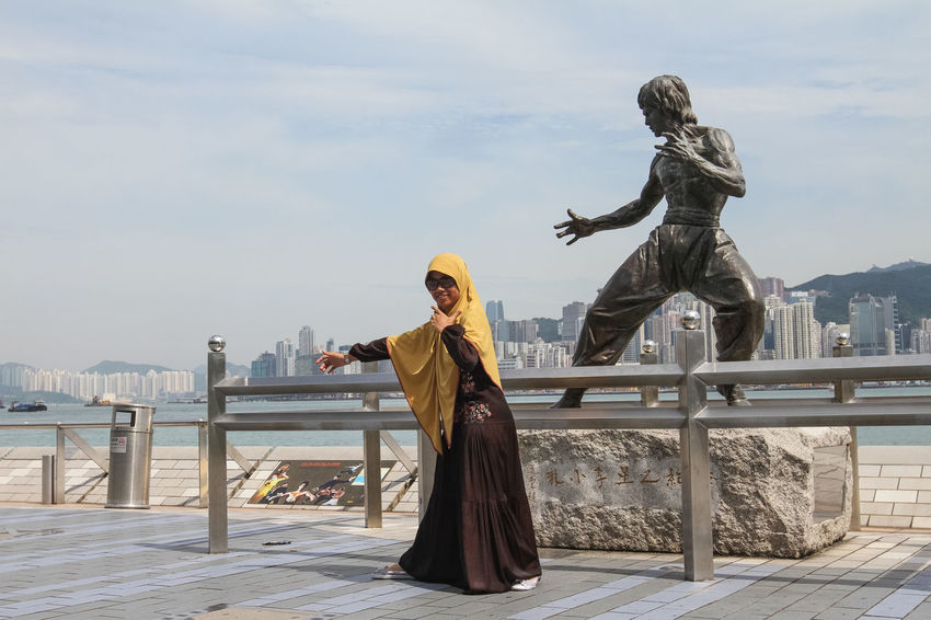 Bruce Lee Brucelee Eye4photography  EyeEm Best Shots EyeEm Gallery EyeEmBestPics Hi! Hong Kong HongKong Hongkong Photos Hongkonger Kung Fu Kungfu  Lifestyles Peaple People People Photography People Watching Peoplephotography Real People Sculpture Statue Women