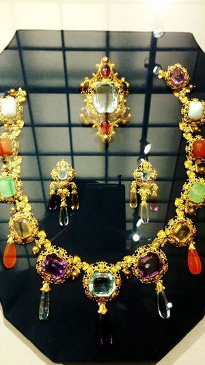 Wealth Luxury Elégance Gold Colored Precious Gem Jewelry Shiny Gold Art Gallery Irwin Collection Art Museum EyeEm Gallery Getting Inspired 1850s Collection EyeEm Diversity Visual Feast