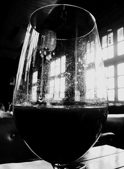 Blacknwhitephotography GlassesthroughLenses EyeemPhotos Ruleofthirds EyeEmLovefordrinks EyeEmBeyondJustDrinks Lighteffect DefusedLight A ReducedShadows
