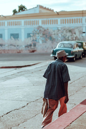 Cuban Man Rear View Of A Man Man Rear View MAN WITH A MISSION City Clothing Men One Person Trinidad Oldtimer KuBa 17.62°
