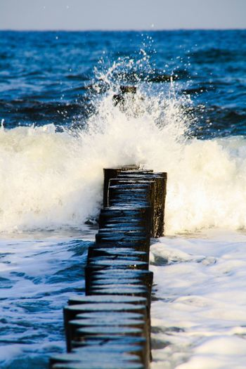 Buhnen Wellen Und Meer blau