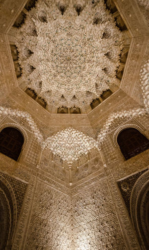 The Magnificent interior decorations of Alhambra, Granada Andalusia Andalucía Granada Alhambra Alhambra De Granada  Islamic Art Islamic Architecture Hall Of Ambassadors Muqarnas Ceiling Decoration Calligraphy Carved Stucco Facade Stucco Moorish Architecture Islamic Decoration Geometric Shapes Geometric Design Comares Palace Vaulted Ceilings Spanish Sightseeing Nasrid Palaces Nasriden Palac