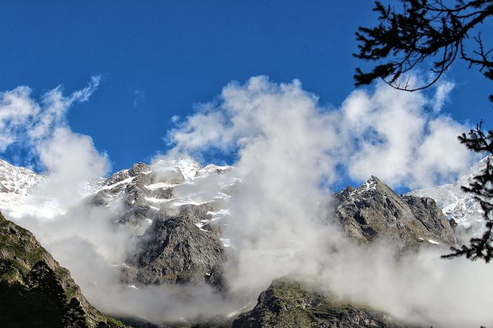 Cloudsovermountains Clouds & Sky Mountains And Sky Snowcapped Mountain Clear Blue Sky Charming Place Valleyofflowers