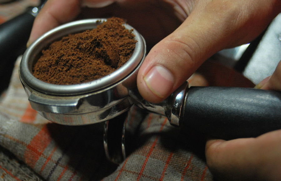 Close-up Coffe Day Food Freshness Ground Coffee High Angle View Holding Human Body Part Human Finger Human Hand Indoors  One Person People Real People