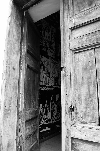 Cuando una puerta se cierra, otra se abre New Life Architecture Door Day No People Perspective Change