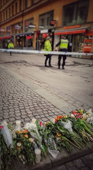Stockholm I Mitt Hjärta Crime Scene Police Flowers R.I.P Memorial Respect Sad Tragedy Street Crime Stockholm The Photojournalist - 2017 EyeEm Awards