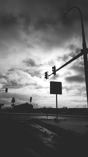 Traffic light. Taking Photos Snow ❄ EyeEm Nature Lover Deceptively Simple Capture The Moment Hanging Out Relaxing Morningvibes S6edgephotography Samsung Galaxy S6 Edge Showing Imperfection Blackandwhite Photography The Photojournalist - 2016 EyeEm Awards The Portraitist - The 2016 EyeEm Awards From My Point Of View The Photojournalist – 2016 EyeEm Awards The Portraitist - 2016 EyeEm Awards