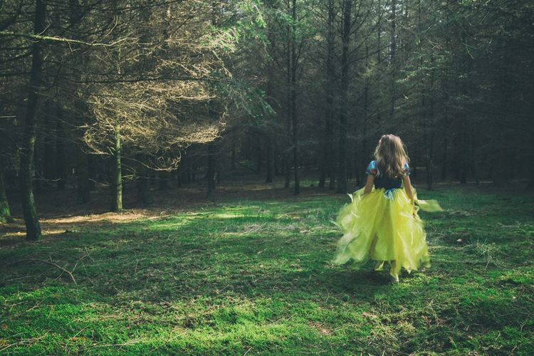 Snow white running trough the Woods One Woman Only One Person Tree People Green Color Grass Full Length Outdoors Nature Childhood Snow White Fairytales & Dreams Forest Fairytale  Magical Fun Love Cute Cosplay Kids Princess Happiness Kids Being Kids Child The Portraitist - 2017 EyeEm Awards BYOPaper!