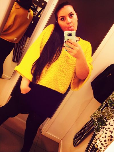 Yellow Shopping Centrocommercialecampania H&M