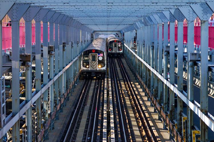 Trains on williamsburg bridge