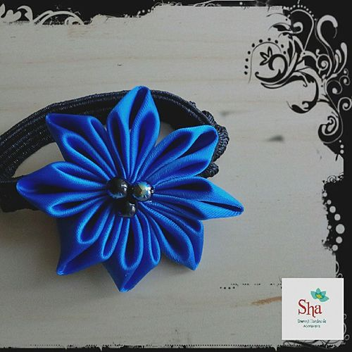 Blue flower elastic band - Follow me @sharons_handmade_accessories Sha SharonsHandmadeAccessories Elasticband Blue flower handmade fiore blu fattoamano elastico capelli hairaccessories bonito flor hechoamano