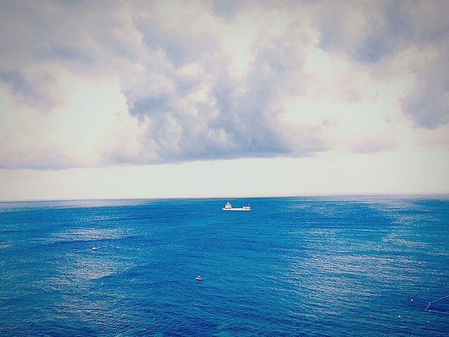Sea Scenics Beauty In Nature Storm Cloud Bolonie LoveNature 🌼 Love Nature Photography Love Sea One Boat Ladyphotographerofthemonth Breathing Space