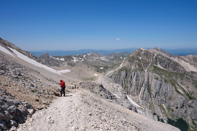 Climbers on the normal route that leads to the summit of the gran sasso d'italia abruzzo