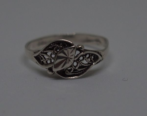 Close-up Day Indoors  Jewelry Luxury No People Ring Silver  Silver Jewelery Silver Jewelry Silver Ring