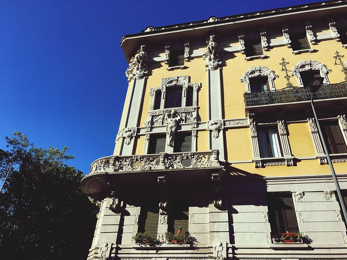 Low Angle View Architecture Built Structure Building Exterior Window Outdoors Day History No People Clear Sky Statue Sky City Milan Piazzale Bacone Architecture
