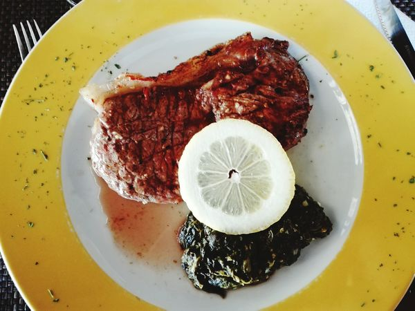 Beef Beefsteak Steaks Steak Lemon Food Meat Animal Food And Drink No People Indoors  Healthy Eating Plate Freshness Day Close-up Ready-to-eat Cow Restaurant Gourmet Espargos