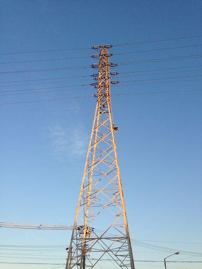 昨日の夕陽を浴びた鉄塔 鉄塔 青空 Blue Sky 空 Sky 電線 Electric Wire