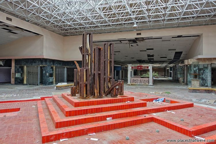 Sculpture and fountain. More here: http://www.placesthatwere.com/2017/07/rolling-acres-dead-mall.html Architecture Dead Malls Abandoned Mall Dead Mall Abandoned Abandoned & Derelict Creepy Abandoned Buildings Rust Belt Akron Ohio Eerie Rolling Acres Akron Retail  Urban Decay Urban Exploration Abandoned Places Abandoned Building Urbex Mall Sculpture Orange Store No People Rust