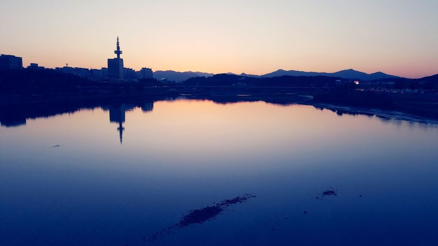 Korea 감성 아름다운 방울 이슬 신선한 Bluesky & Cloudes Water Sunset Clear Sky Lake Mountain City Reflection Blue Dusk Sky Romantic Sky