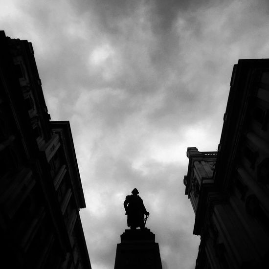 London Bw Clouds Sky Iphone6 Momentlens