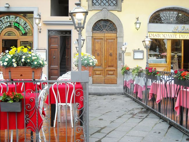 Italy❤️ Florence Everything In Its Place Tables And Chairs Tablecloths Restaurants Plaza