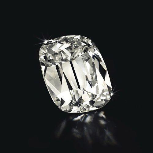 101.36 karatlik bu bebek bu hafta yapilan @christiesinc muzayedesinde tahmin edilen en dusuk fiyata yakin bir fiyatla satildi!💎 The sale's highest earning lot, a cushion-cut L Vs2 Diamond of 101.36 carats sold for nearly $5 million. Christies Auction Cushioncut Muzayede Diamant Jewelleryaddict Jewelryblogger Jewels Gemstones Gems Diamondsaregirlsbestfriends