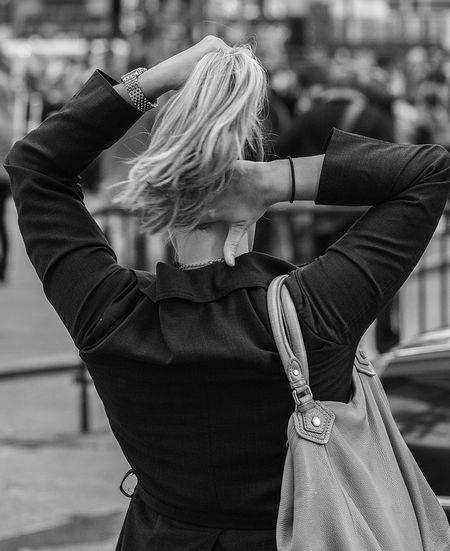 Adjust Blackandwhite Candid Hair Hands Series Streetphotography