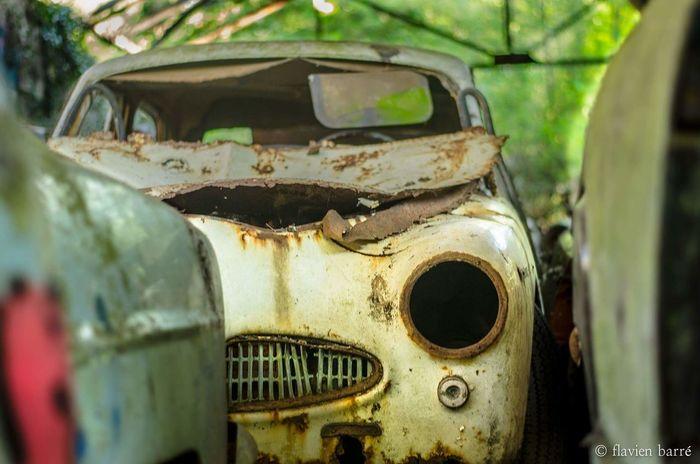 Urbex Car Nature Lost Urbexphotography Urban Exploration Old Car Urbexexplorer